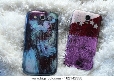 Do it yourself - new back cover on mobile phone/ This is back cover on mobile phone decorated nail polishes and glitter.