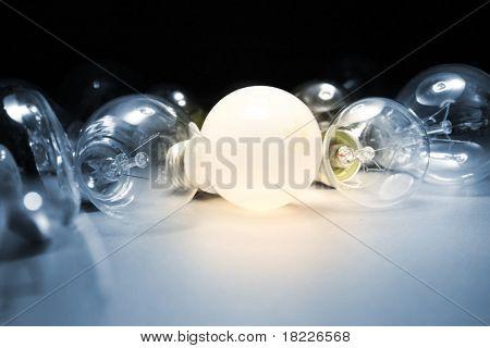 Bombilla de luz brillante