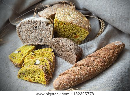 Loaves of bread lie on the cloth