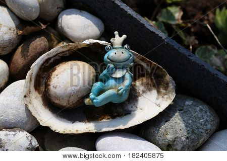 Princess Frog / Decoration at the garden pond