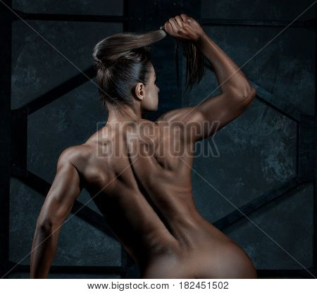 Woman with beautiful muscles on his back she is naked.
