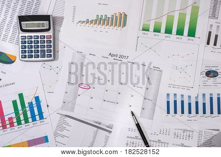 2017 Calendar With Business Graph And Calculator