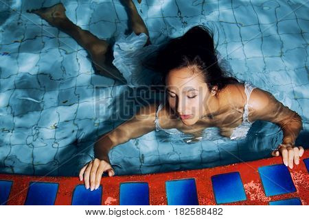 The woman at the pool, night time