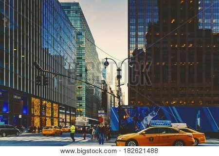 Manhattan (new York) Street At Dusk, East 42Nd St
