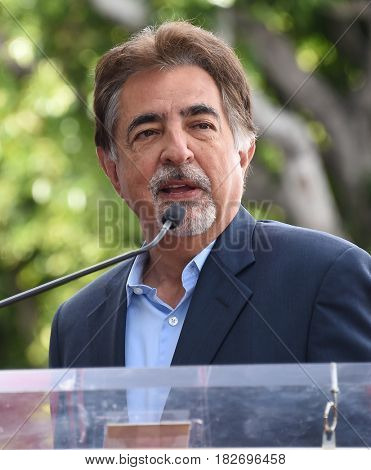 LOS ANGELES - APR 17:  Joe Mantegna Walk of Fame Honors Gary Sinise on April 17, 2017 in Hollywood, CA