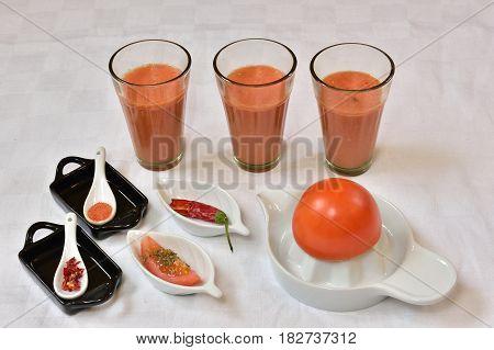 Homemade fresh tomato juice, chilliflakes, tomatoflakes, tomatopowder, tomatos, healthy drink, White background.