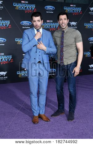 LOS ANGELES - APR 19:  Drew Scott, Jonathan Scott at the