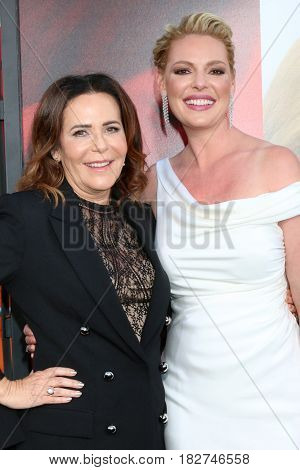 LOS ANGELES - APR 18:  Denise Di Novi, Katherine Heigl at the