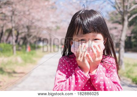 little girl wear mask with hay fever