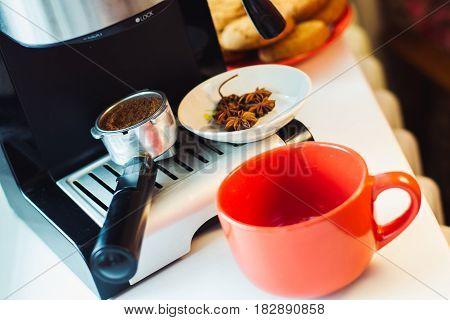 Make fresh coffee in a coffee machine