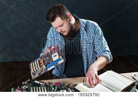 Electronic devices repairing and diagnostic techs