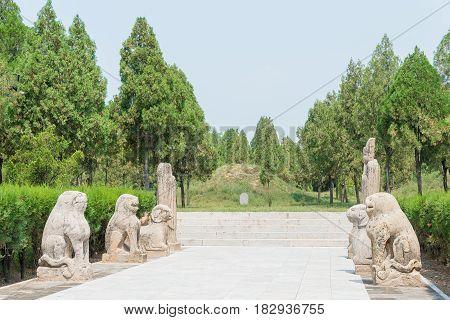 Shanxi, China -  Aug 25 2015: Sima Guang Tomb At Sima Guang Temple (sima Wengong Ci). A Famous Histo