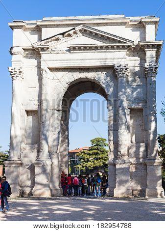 Tourists Near Arco Dei Gavi In Verona City