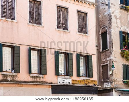 Urban House On Square Campo San Aponal In Venice