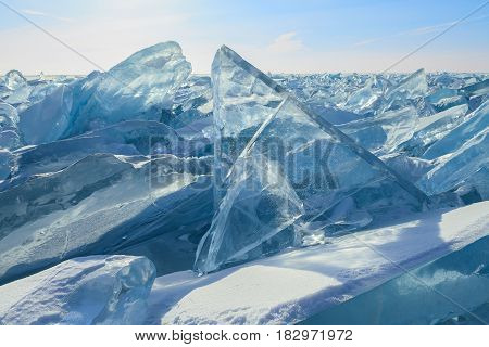 Formation of figured blocks of transparent blue ice