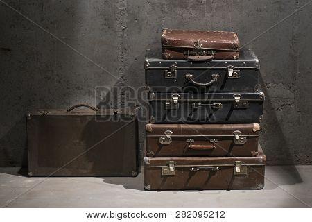 Suitcase, Valise, Handbag, Case, Trunk, Bag, Carpetbag, Gripsack, Kitbag, Obsolete, Rinky-dink, Pass