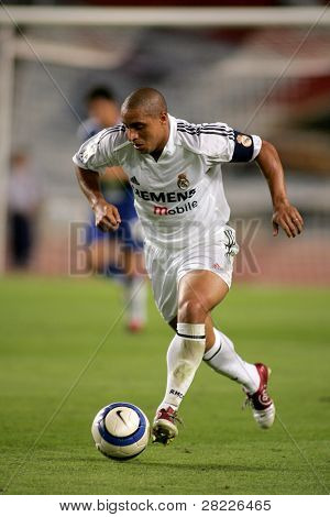 BARCELONA - SEPT 18: Brazilian player Roberto Carlos of Real Madrid in action during the match between Espanyol and Real Madrid at the Olympic Stadium on September 18, 2004 in Barcelona, Spain