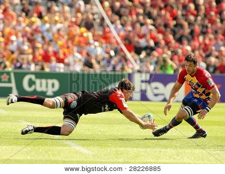 BARCELONA - APRIL 9: Toulon's Fernandez Lobbe(L) fights with Perpignan's Chouly(R) during the Heineken European Cup match USAP against RC Toulon at the Olympic Stadium in Barcelona, on April 9, 2011