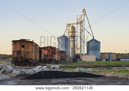 Rusty Abandoned Railcars And Grain Elevators On St Feriole Island In Prairie Du Chien