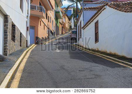 Steep Uphill Street In El Sauzal - Santa Cruz De Tenerife