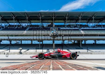 August 21, 2020 - Indianapolis, Indiana, USA: ALEX PALOU (R) (55) of Barcelona, Spain   practices for the Indianapolis 500 at the Indianapolis Motor Speedway in Indianapolis, Indiana.