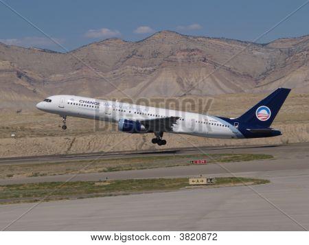 Obama\'s Plane Take Off
