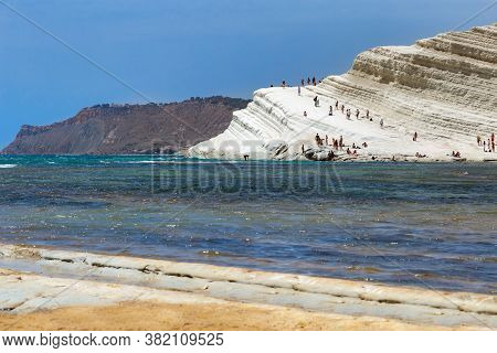 People Rest On White Scala, Popular Natural Landmark Of Sicily, Beach In Agrigento. Beautiful Seasca