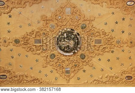 Kashan / Iran - 05 Oct 2012: The Ceiling In The Mosque Of Kashan City, Iran