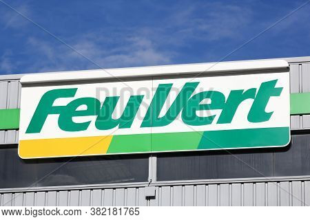 Grenoble, France - June 16, 2019: Feu Vert Logo On A Wall. Feu Vert Is A French Company Specialized