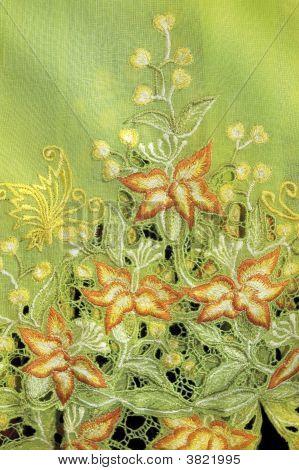 Verde Kebaya com flores laranja