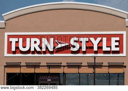 Turn Style Retail Consignment Store And Trademark Logo