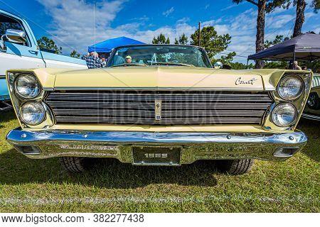 Savannah, Ga / Usa - April 21, 2018: 1965 Mercury Comet Caliente Convertible At A Car Show In Savann