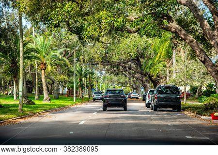 Boulevard In A Luxury Neighborhood In Venice. Florida, Usa