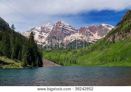 Maroon Bells Peaks and Lake
