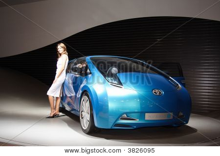 Blue  Concept-Car From Toyota Motor Corporation