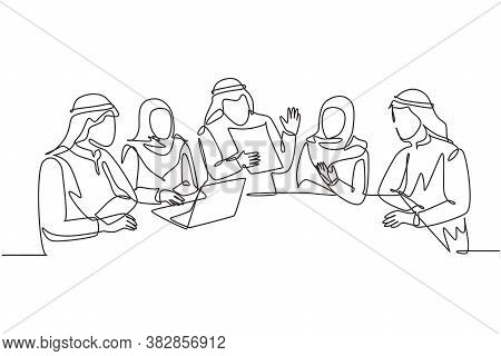 One Continuous Line Drawing Of Young Muslim Businessman And Businesswoman Discussing Business Projec