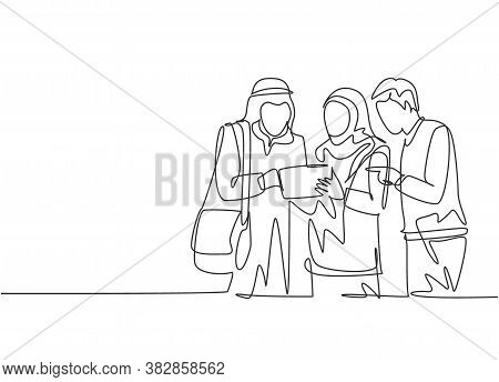 Single Continuous Line Drawing Of Young Male And Female Muslim Worker Discussing Marketing Strategy