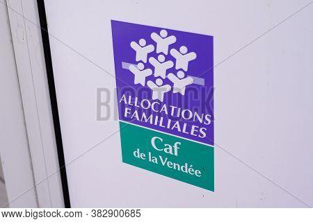 La Roche-sur-yon , Vendee / France - 08 25 2020 : Allocations Familiales Logo Sign And Text Caf De L