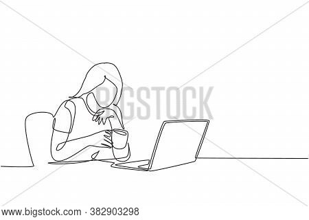 One Single Line Drawing Of Young Female Employee Staring At Laptop And Thinking For Business Innovat
