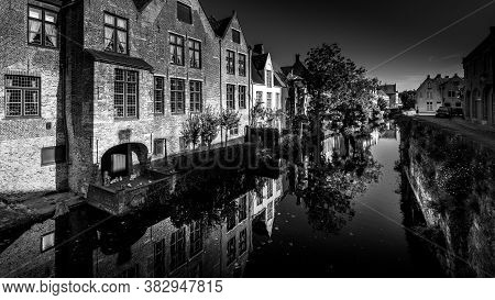 Brugge / Belgium - Sept. 18, 2018: Black And White Photo Of Medieval Houses Reflecting In The Waters