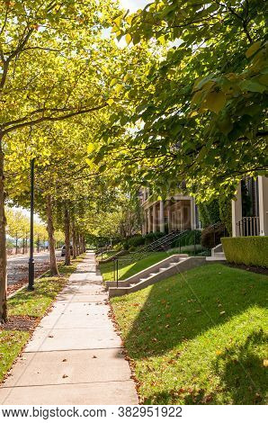 Pittsburgh, Pennsylvania, Usa 8/29/20 The Sidewalk On A Tree Lined Street In The Summerset Neighborh