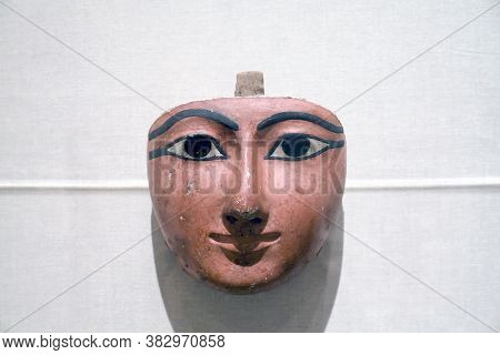 Brooklyn, New York/usa - October 6, 2018: Face From Anthropoid Coffin Dynasty 22  Brooklyn Museum.