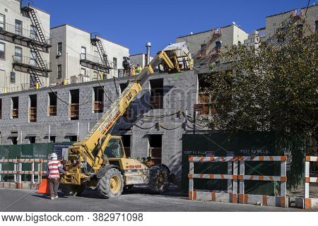 Bronx, New York/usa - October 18, 2018: Construction Workers With Machinery Erect A Building Near Hi