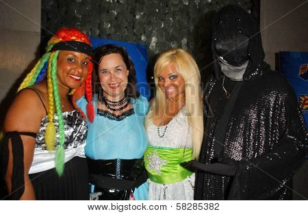 Braid and Hygena with Ms. Limelight and Dr. Dark at the