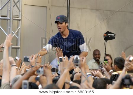 Enrique Iglesias performing live.