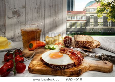 Germany, Hamburg, Hearty Supper, Fried Egg And Bacon On Protein Bread