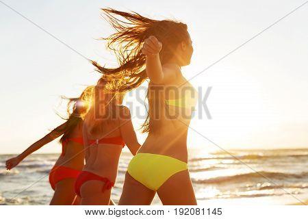 Girls beach running sun tun fun background party