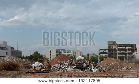 a bunch of ruins in an urban area