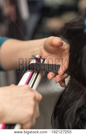 Permanent hair in a beauty salon .