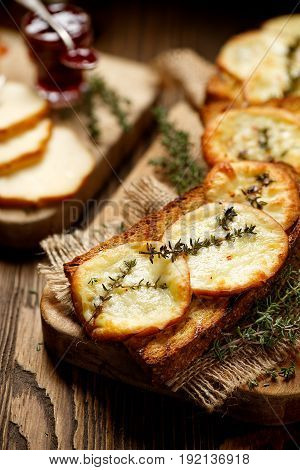 Grilled sandwich with smoked sheep cheese and thyme